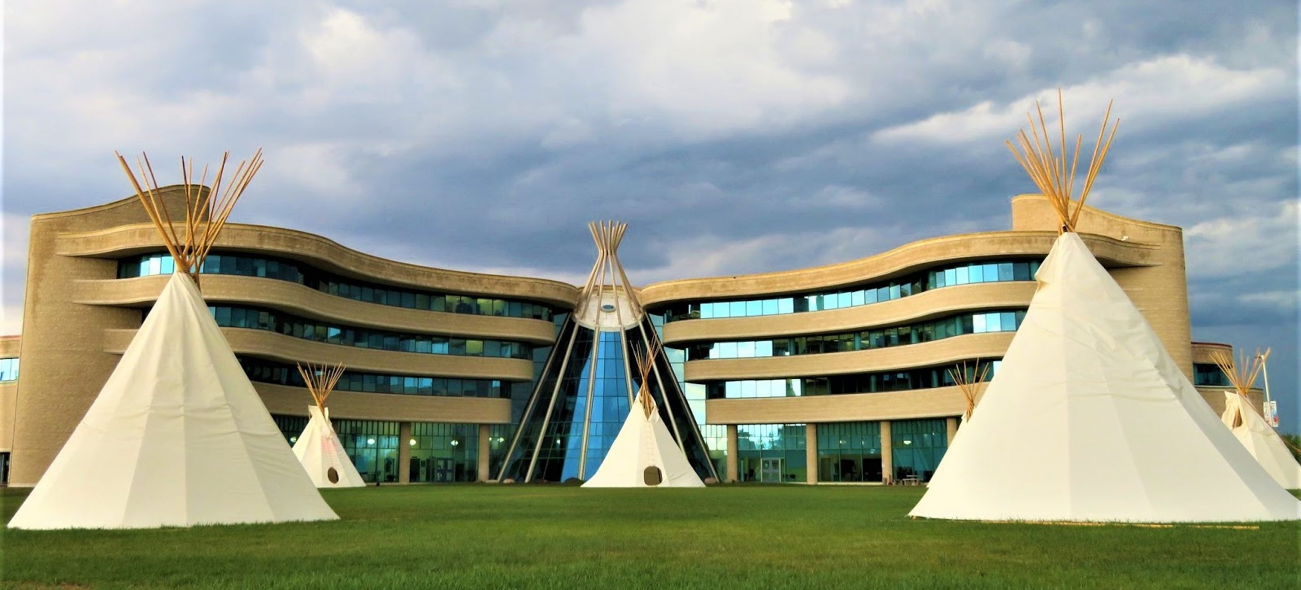 First Nations University of Canada, Regina SK. Photo Credits to: Sean Marshall (CC BY-NC 2.0) [148]