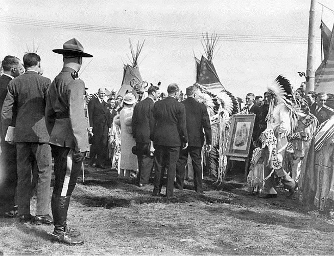 Chiefs of the Stoney Indian Tribe receiving a photo of Queen Victoria as a gift from their Majesties, 1939. Credits to: National Film Board of Canada. Photothèque / Library and Archives Canada