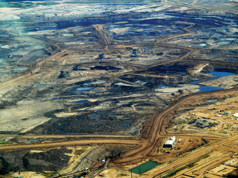 Alberta's Oil Sands north of Fort McMurray. Photo credits to: Dru Oja Jay, Dominion/Howls Art Collective (CC BY 2.0) [165]